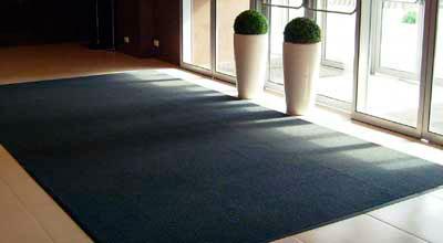 Как выбрать для дома грязезащитные придверные ворсовые ковры?